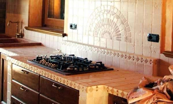 Кафель на столешнице кухни