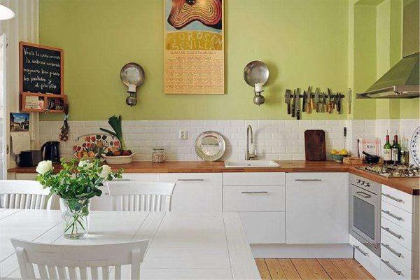 оливковая кухня без верхних шкафов