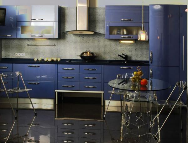 фиолетовый кухонный гарнитур прямолинейный