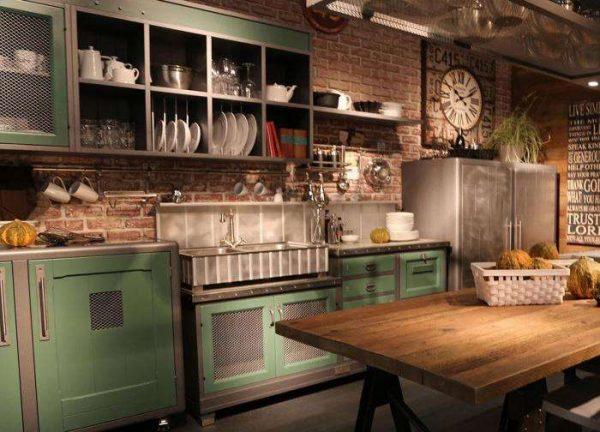 лофт кухонный гарнитур с зелёными фасадами