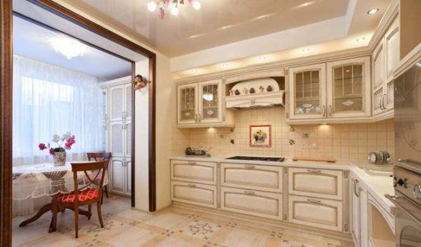 Совмещение кухни с балконом с обеденным столом