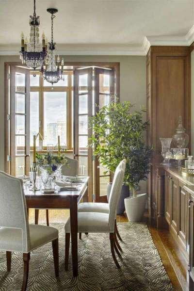 кухня-гостиная с красивой сервировкой стола