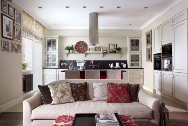 кухня-гостиная с диваном прямым