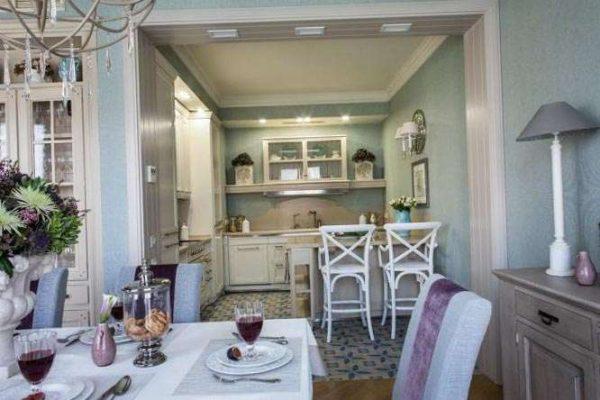 столовая зона на кухне гостиной