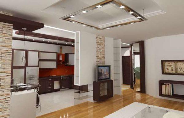 просторная кухня-гостиная с потолочным освещением