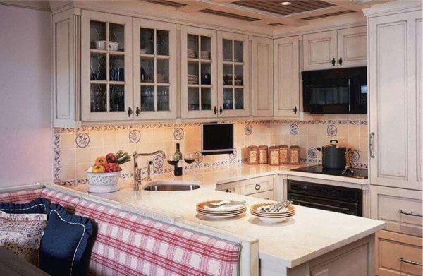 кухня-гостиная с П-образной планировкой