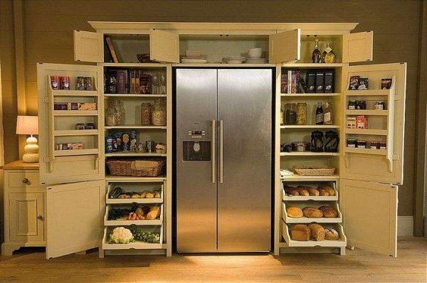 кухня с кладовкой