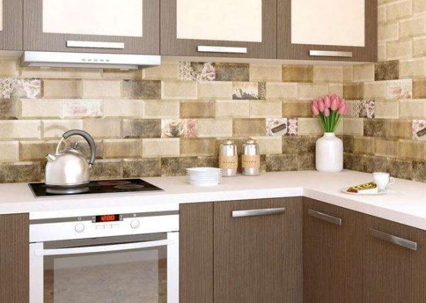 бело-коричневая простая кухня