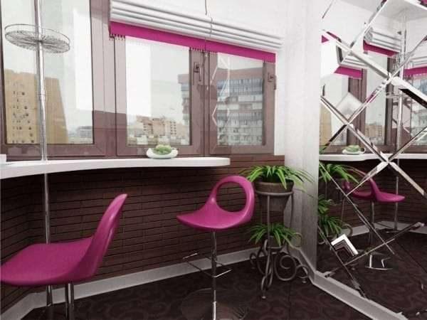 барная стойка на балконе, совмещённом с кухней