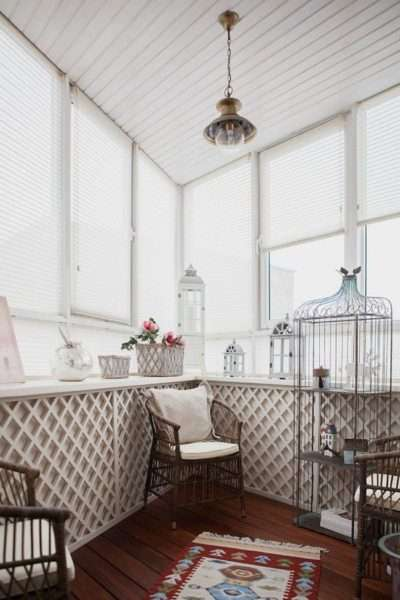 комната отдыха на балконе, совмещённом с кухней