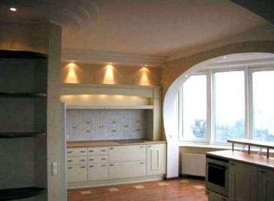 освещение в арке на балконе, совмещённом с кухней