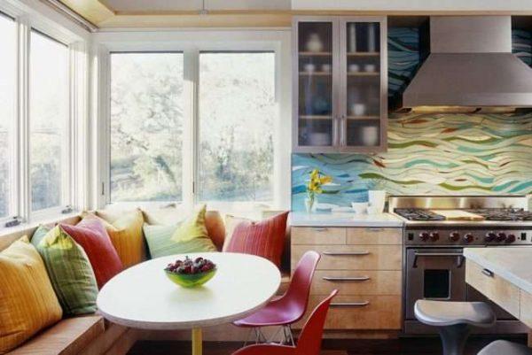 обеденный стол на балконе совмещённом с кухней