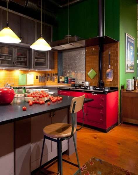 яркий дизайн кухни с островом