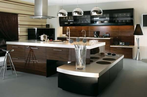 дизайн кухни с необычным островным столом