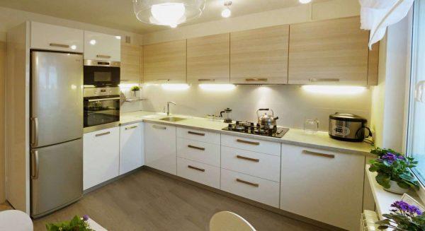 угловой гарнитур экономит место на кухне