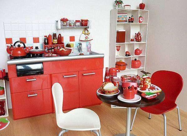 красная мебель на просторной кухне