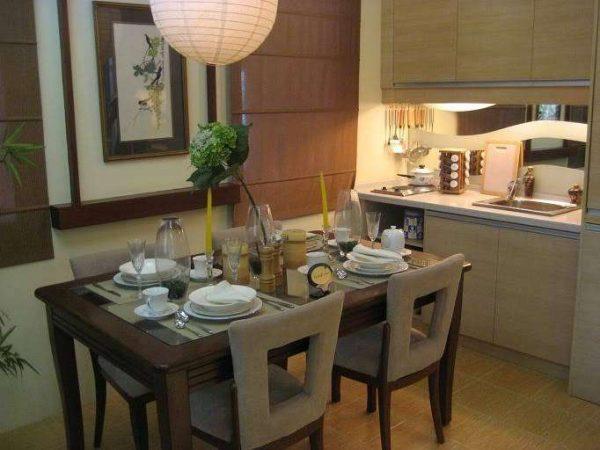 столовая зона на большой кухне