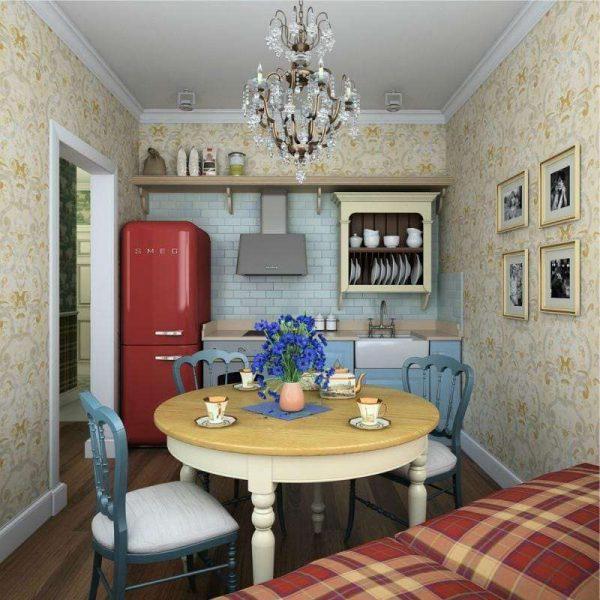 кухня в английском стиле с красным холодильником