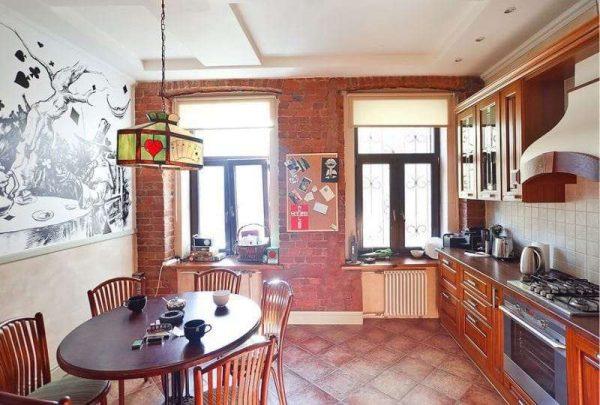 кирпичная стена на кухне в английском стиле