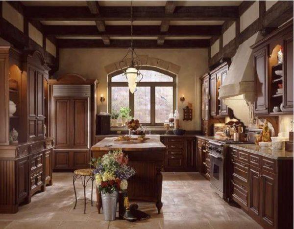 деревянный интерьер на кухне в английском стиле