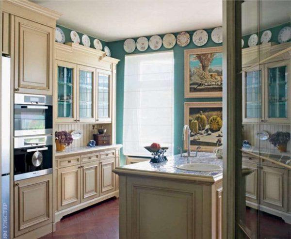 голубые стены на кухне в английском стиле