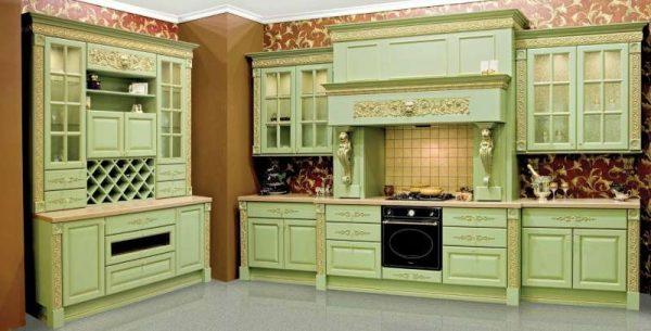 кухня оливкового цвета в классическом стиле