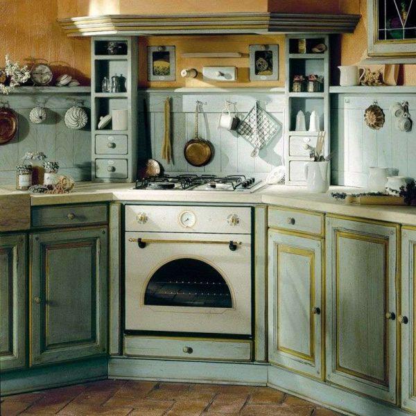 кухня оливкового цвета без верхних шкафов