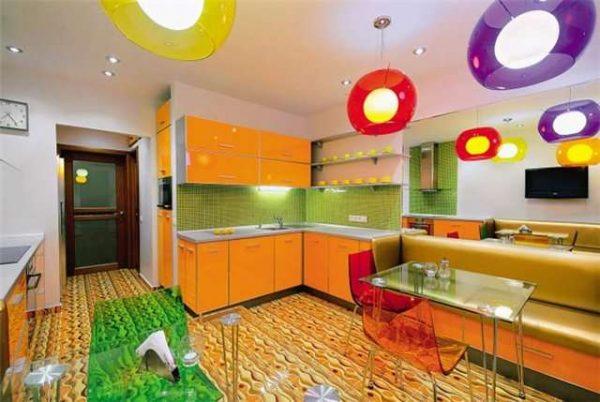 оранжевый гарнитур с салатовыми стенами на кухне