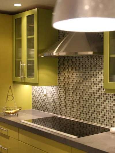 кухонный гарнитур в салатовом цвете