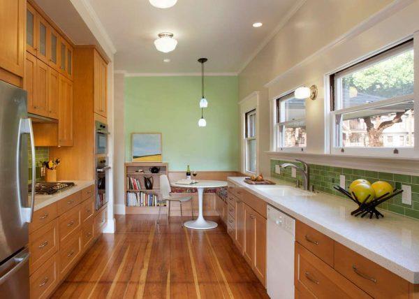 салатовый фартук и стена на кухне