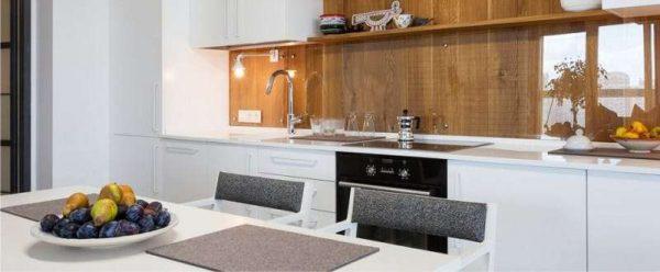 фартук под дерево на кухне в стиле минимализм