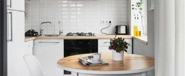 белый фартук на кухне в стиле минимализм