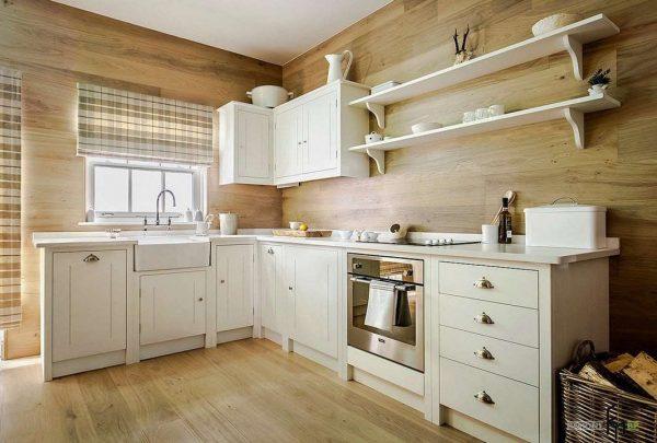 кухня в стиле неоклассика с деревянными панелями на стенах