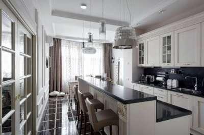 белый потолок кухни в стиле неоклассика