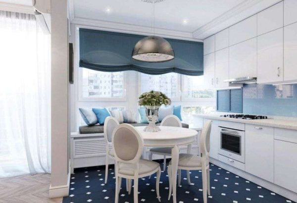 стильные синие шторы на кухне в стиле неоклассика