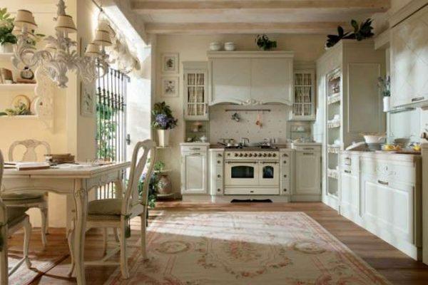 бежевый и белый декор на кухне в стиле прованс