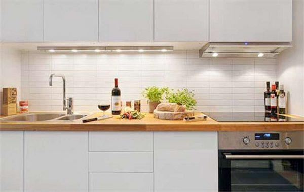 светодиодная лента в интерьере малогабаритной кухни