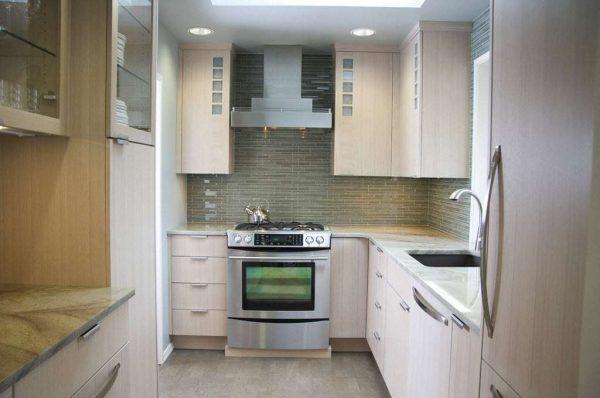 угловая бежевая кухня маленькая