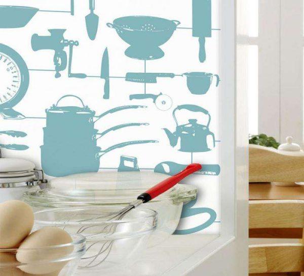 на кухне обои с кухонной утварью