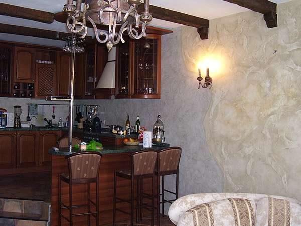 венецианская штукатурка в кухне