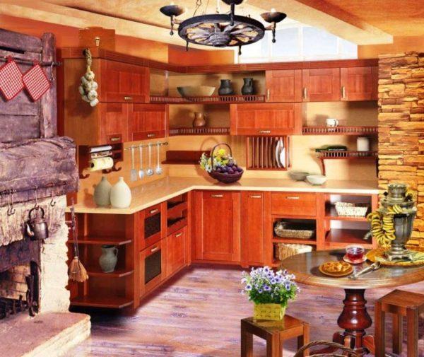 обои на стенах в кухне в доме с печкой