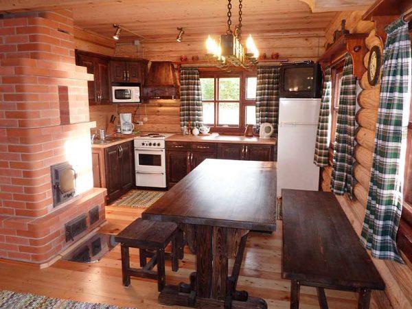 печка из кирпича на кухне частного дома