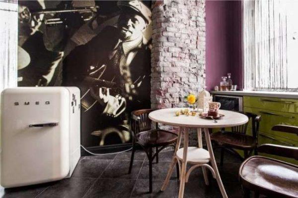 картина с джаз музыкантами на фотообоях кухни