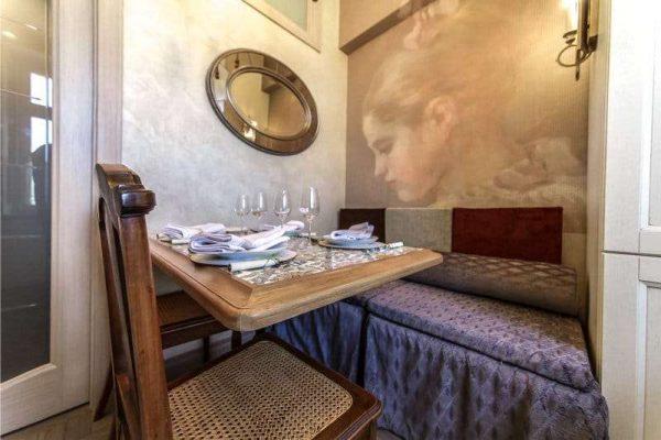 фотообои с картиной в интерьере кухни