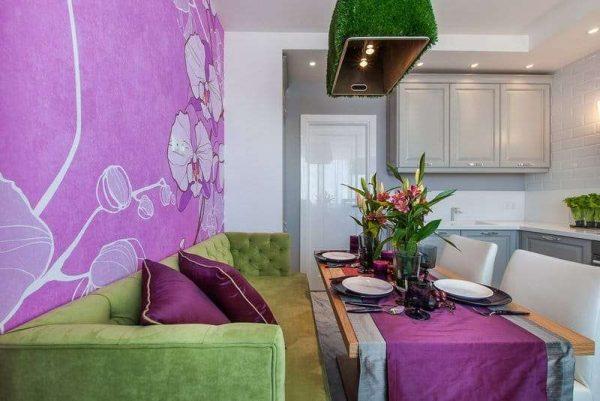 фиолетовые фотообои в интерьере кухни