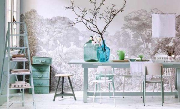 гравюра на стене кухни