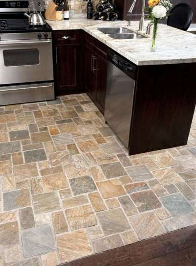 керамогранитная плитка на полу кухни