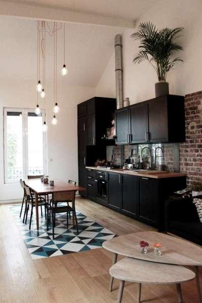 ковёр из плитки на полу кухни