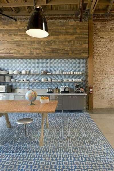 узоры на полу кухни из плитки