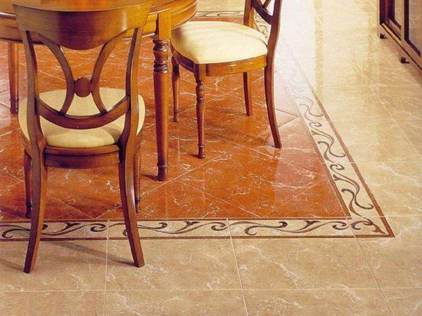 плитка мраморная на полу кухни